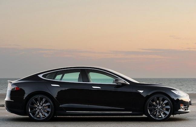 Tesla Model S pohled z boku