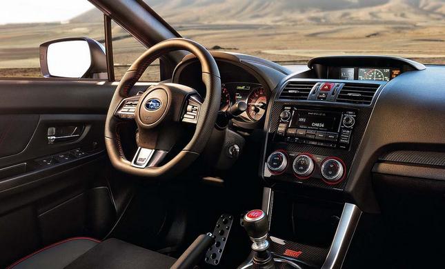 Interiér vozu Subaru WRX STI 2015