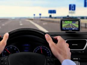 Jak vybrat navigaci do auta?