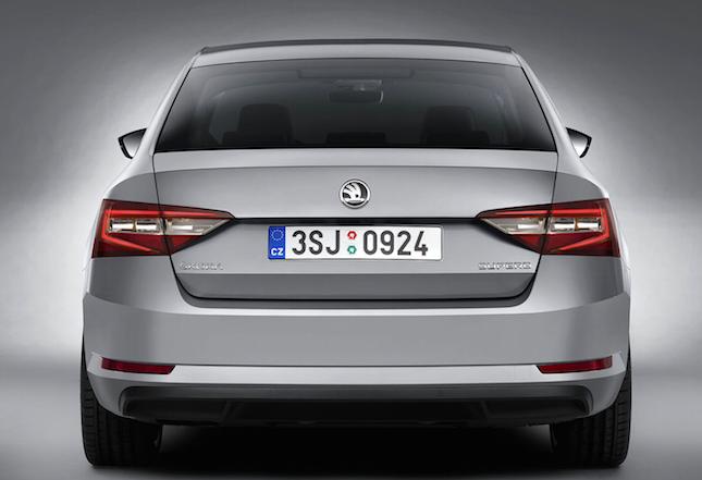 Nová Škoda Superb 2015 3